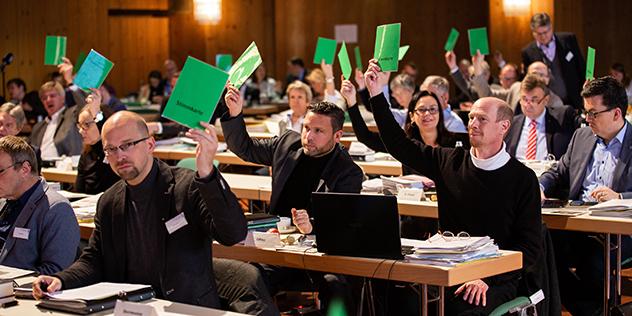 Landessynode bei der Abstimmung