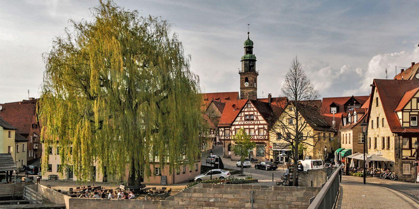 Stadtansicht von der Wasserbrücke/Schlossbrücke mit Johanniskirche